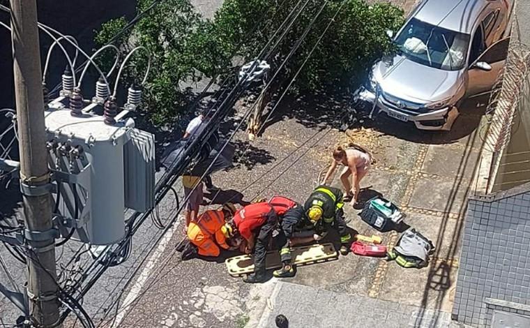 Mulher é atropelada na calçada e árvore cai em cima dela em Belo Horizonte