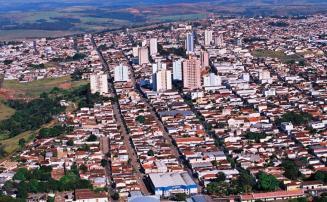 Viatura capota e policiais ficam feridos durante perseguição no interior de Minas Gerais