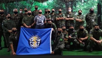 Exército publica fotos editadas para simular que militares usavam máscara; imagens foram apagadas