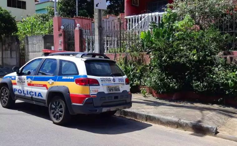 Polícia Militar encontra pai e filho mortos dentro de casa e com as mãos amarradas para trás
