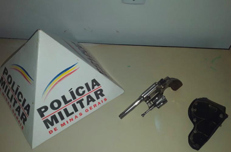 Homem é preso por porte ilegal de arma de fogo em Araçaí