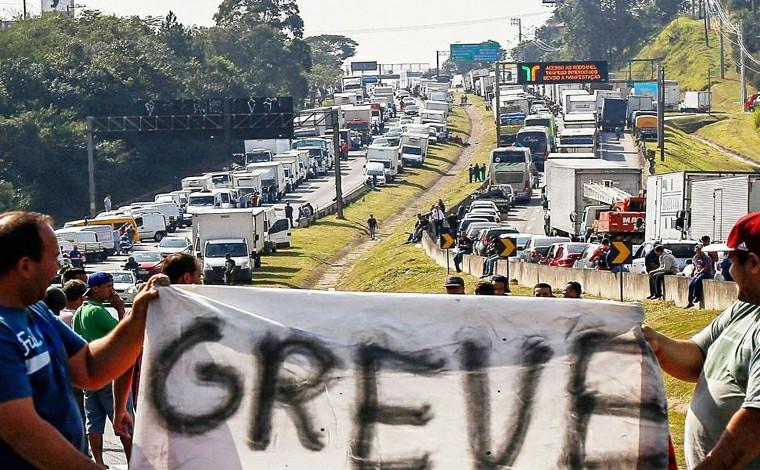 Sindicatos dos caminhoneiros confirmam greve caso as reivindicações da categoria não sejam atendidas