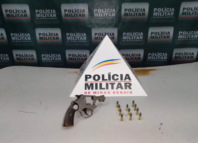 Homem é preso por porte ilegal de arma de fogo em estrada à margens da rodovia LMG-807 em Jequitibá