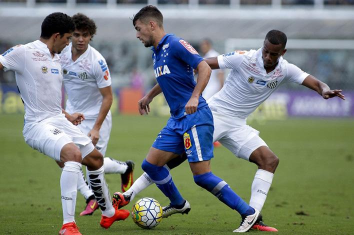 Cruzeiro luta para manter vivas remotas chances de Libertadores