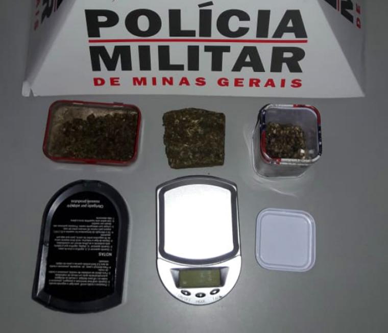 Após sofrer queda em residência, homem é preso suspeito de tráfico de drogas no bairro Santa Luzia