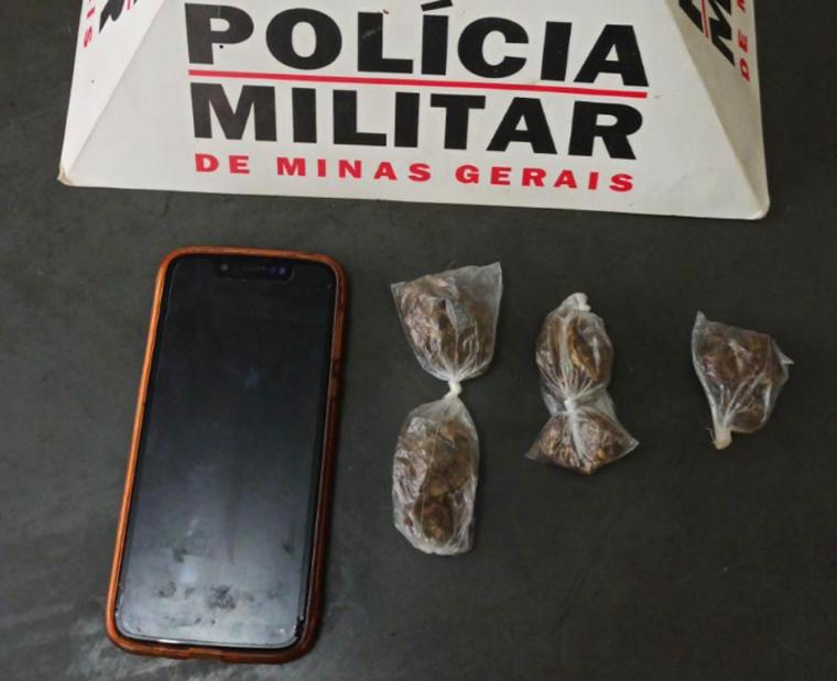 Jovem é preso suspeito de tráfico de drogas em Paraopeba