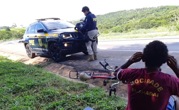 Adolescente de Uberaba é encontrado pedalando com destino ao Maranhão para encontrar garota