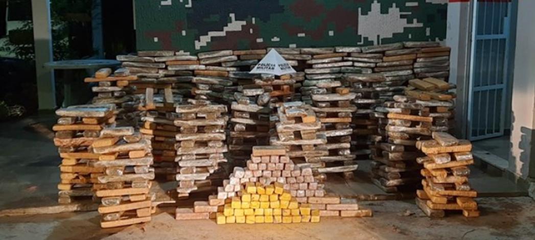 Tambores com 689 kg de droga são encontrados enterrados em sítio da zona rural de Antônio Dias
