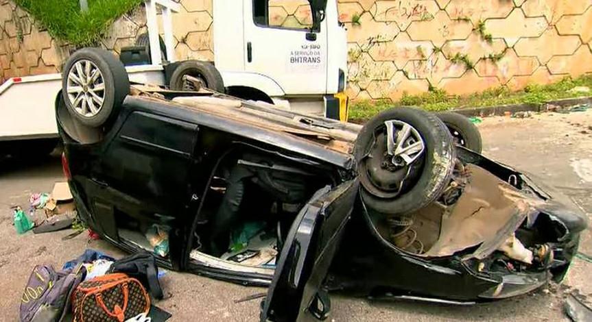 Carro cai de viaduto de quase 12 metros em Belo Horizonte e três pessoas ficam feridas