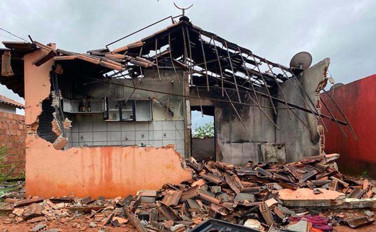 Moradores depredam casa da mãe de motorista que atropelou e matou mulher e bebê em Sete Lagoas