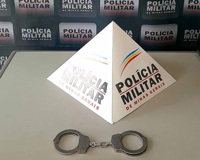 PM é acionada para atender briga de casal e prende homem com mandado de prisão em aberto