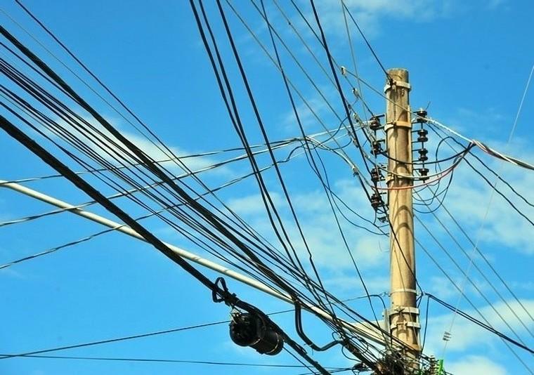 Homem tenta fazer ligação clandestina e morre eletrocutado em Sabará