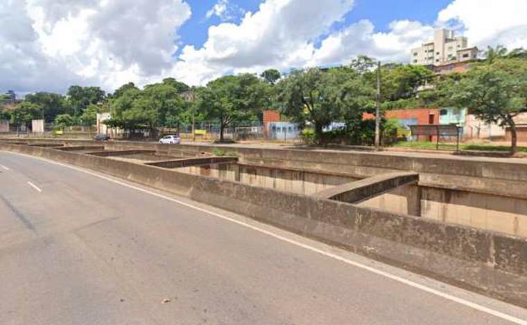 Corpo de homem é encontrado com as mãos amarradas no Ribeirão Arrudas em BH