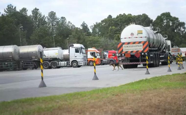 Transportadores de combustíveis confirmam paralisação a partir de meia-noite desta quinta-feira