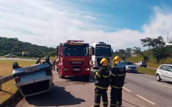 Acidente entre carro e caminhão deixa três pessoas feridas na BR-040 em Ribeirão das Neves