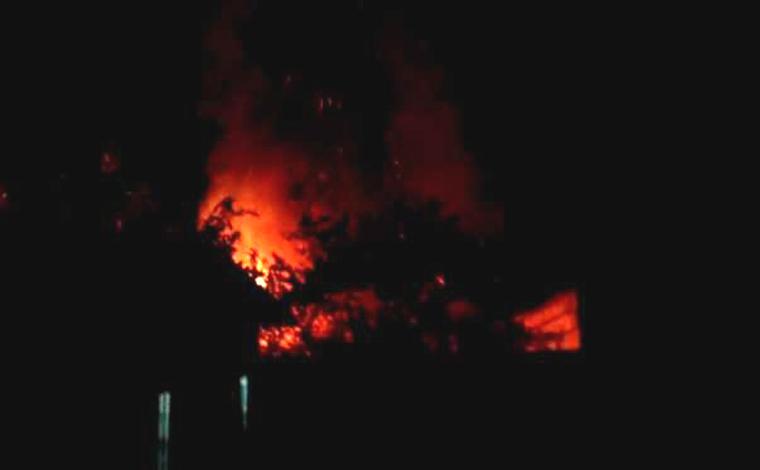 Briga entre vizinhos pode ter motivado incêndio criminoso no bairro Jardim dos Pequis em Sete Lagoas