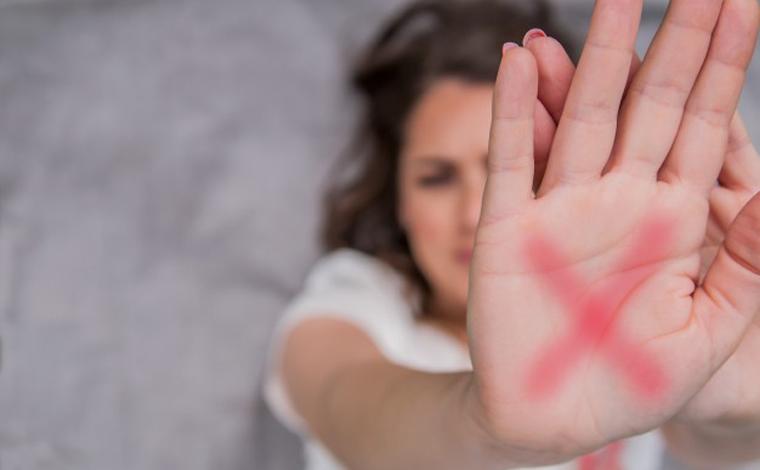 Mulher que pediu socorro na web após apanhar do marido fala sobre agressões: 'Ele bebia e me batia'