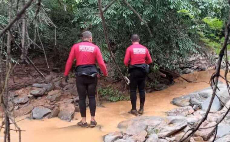 Bombeiros resgatam corpo de criança que se afogou em rio no Norte de MG