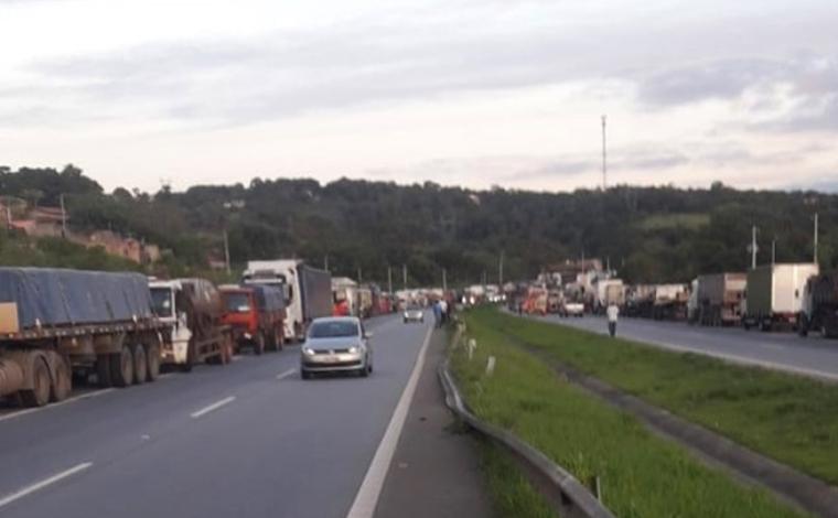 Após novo reajuste da Petrobras, caminhoneiros protestam pelos aumentos seguidos no preço do diesel