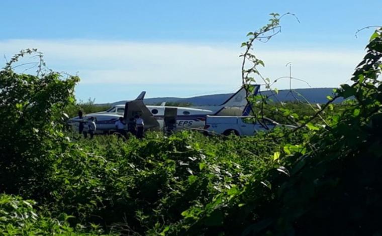 Avião carregado com vacinas contra Covid-19 bate em jumento ao pousar em aeródromo da Bahia