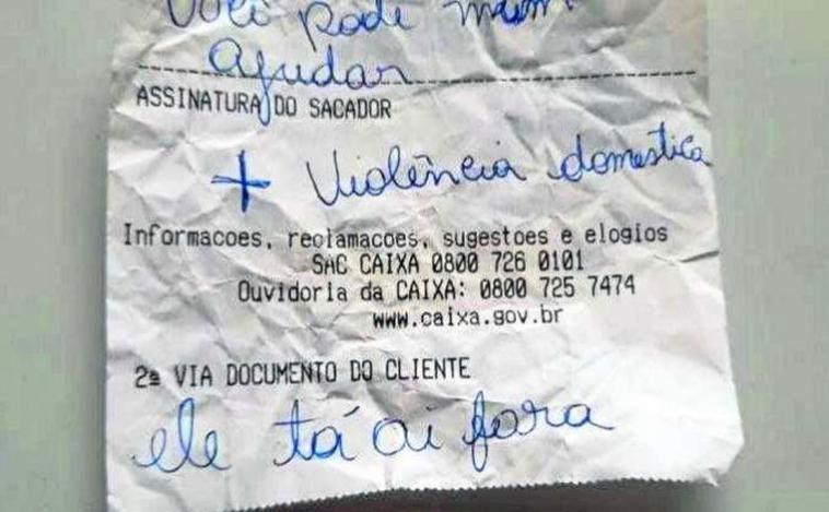 Através de bilhete mulher avisa funcionário de banco que era vítima de agressões