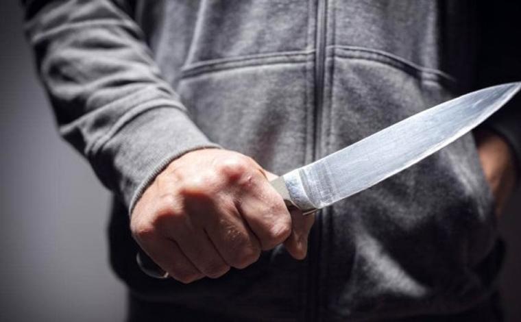 Jovem mata primo de 10 anos com golpe de faca no pescoço e em seguida tira a própria vida