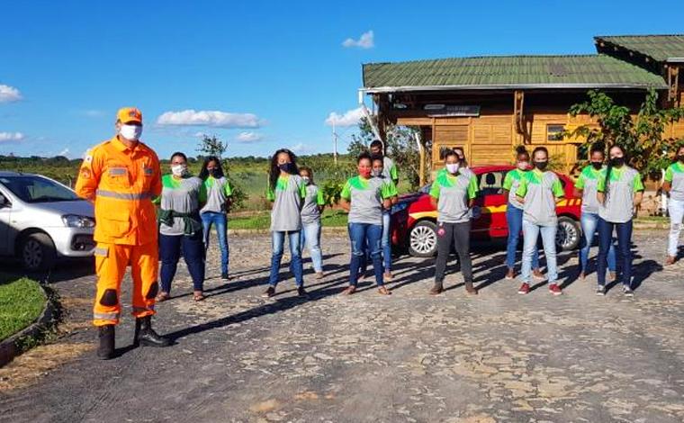 5ª Companhia independente recebe visita de alunos de Programa Social em Sete Lagoas