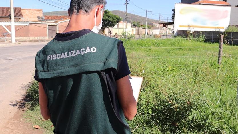 Prefeitura e Bombeiros realizam força-tarefa contra lotes mal cuidados