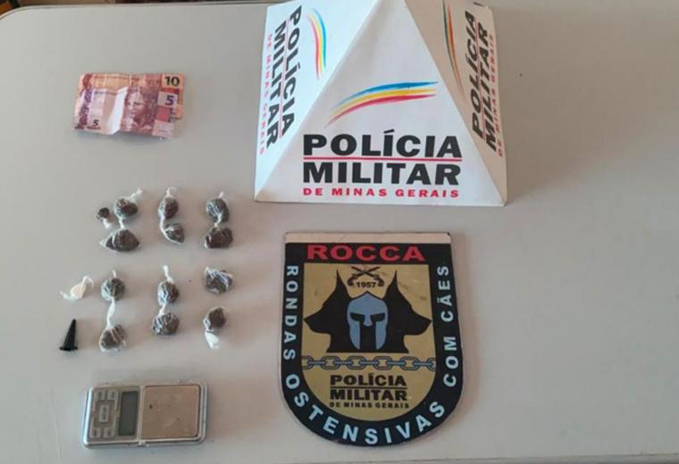 Jovem é preso por tráfico de drogas no bairro Santa Maria em Pedro Leopoldo