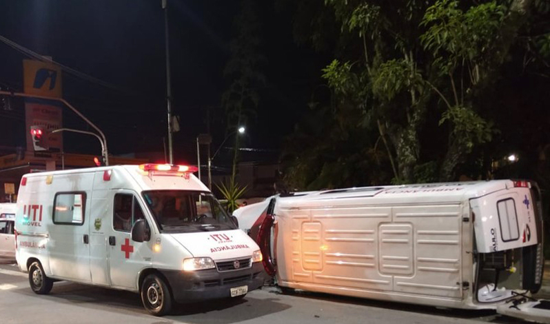 Acidente com ambulância mata paciente com suspeita de Covid-19 que era transferida de hospital