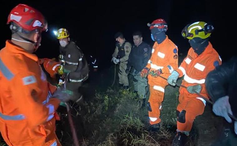 Soldado da Polícia Militar morre após carro cair em ribanceira na estrada da Serra do Rola Moça