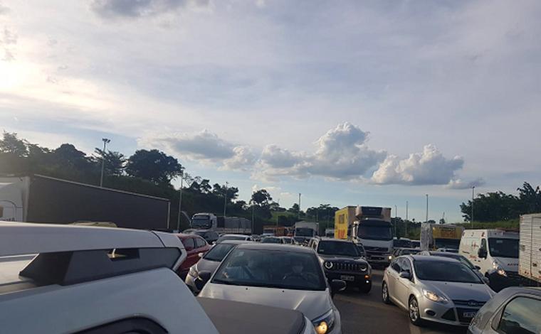 Comerciantes de Sete Lagoas protestam na BR-040 contra restrições da Onda Roxa