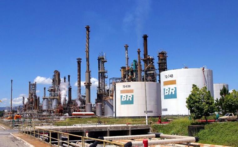 Petroleiros da Regap Betim iniciam greve após surto da Covid-19 entre os profissionais da unidade