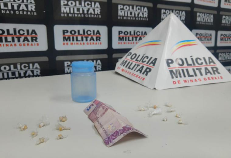 PM apreende menor por tráfico de drogas no bairro Aeroporto em Sete Lagoas