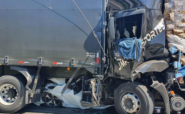 Engavetamento envolvendo oito veículos deixa oito pessoas feridas na rodovia Fernão Dias