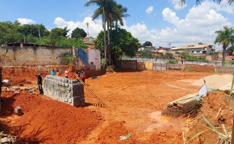Trabalhador de 19 anos morre soterrado durante obra em Contagem