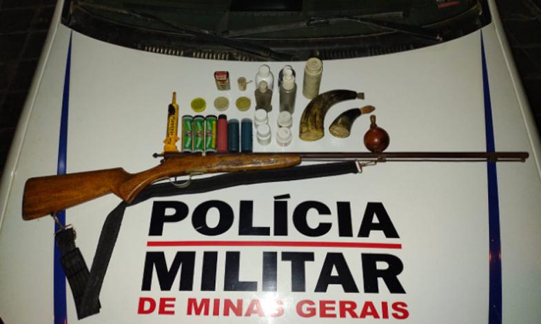 Homem é preso com arma de fogo após cobrar dívida com ameaças de morte em Santana de Pirapama
