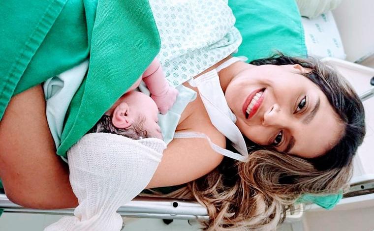 Jovem confunde gravidez com gastrite e só descobre gestação ao dar à luz
