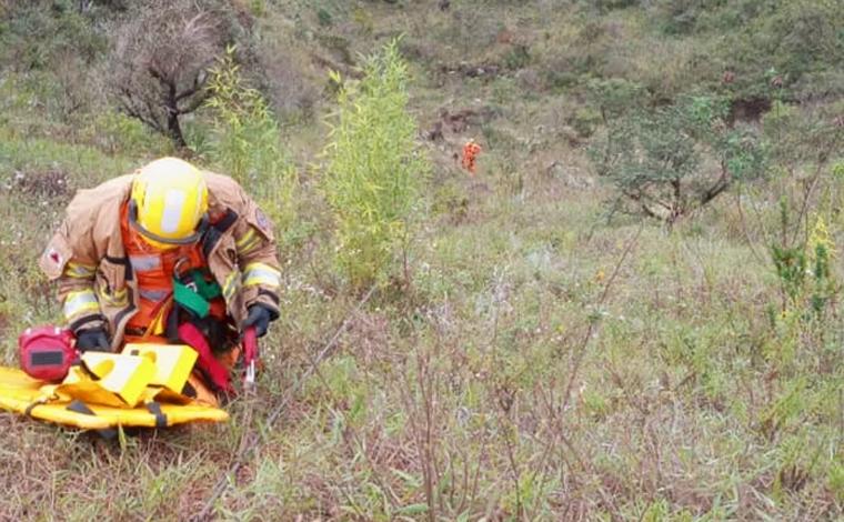 Corpo de Bombeiros resgata jovem perdida em mata no Topo do Mundo em Brumadinho