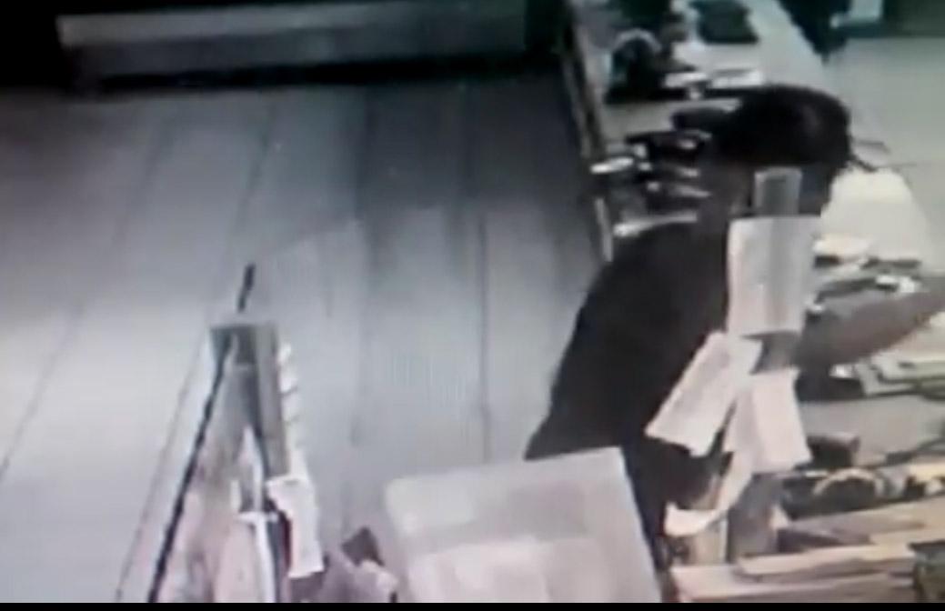 Câmera flagra ação de bandidos em assalto a drogaria em Sete Lagoas