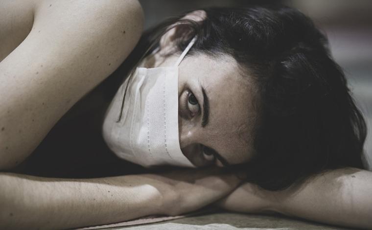 Um terço dos sobreviventes da Covid-19 sofre de distúrbios neurológicos ou mentais, diz cientistas