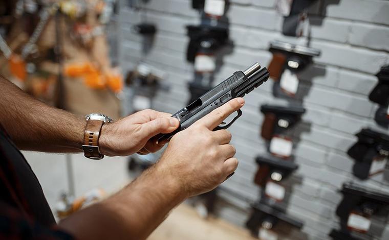 Ministra suspende trechos dos decretos que facilitam a compra e porte de armas de fogo
