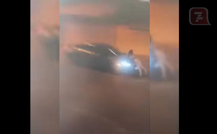 Vídeo: mulher é atropelada por namorado ao tentar impedir que ele vá embora