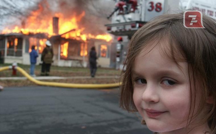 A história por trás do meme da menina em frente a incêndio que foi vendido por mais de R$2,7 milhões