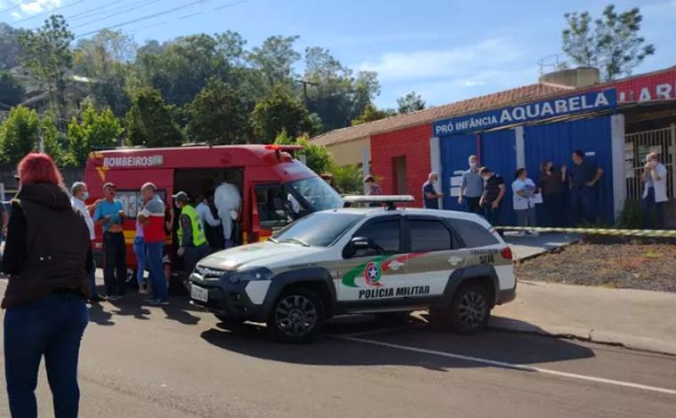 Adolescente invade escola infantil mata três crianças e duas funcionárias em Santa Catarina