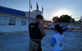 Mulher faz aniversário e realiza sonho de andar em viatura da Polícia Militar em Sete Lagoas