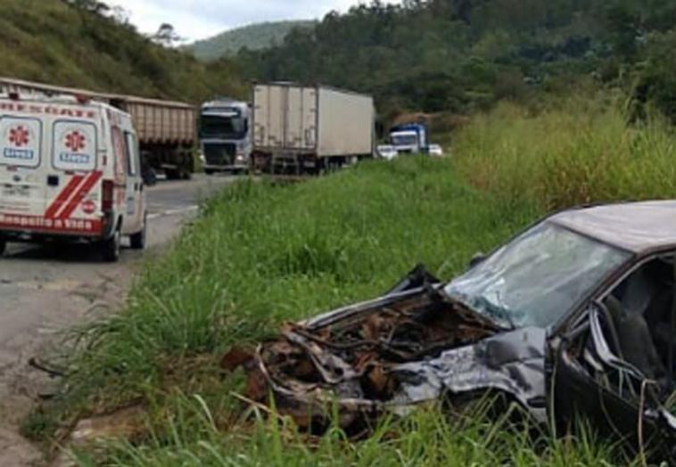 Jovem sem habilitação morre em acidente de carro após tentar fugir da polícia na BR-381
