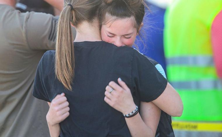 Criança atira em dois colegas e no zelador de uma escola nos Estados Unidos