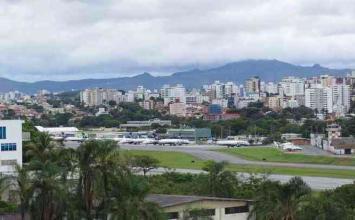 Jovem é preso após invadir pista de pouso do Aeroporto da Pampulha em Belo Horizonte