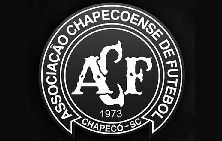Chapecoense aguarda chegada dos corpos de vítimas de acidente aéreo